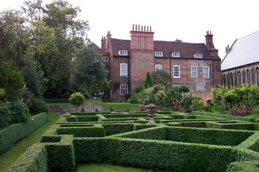 Explore & Draw  Restoration House & Renaissance Water Garden banner image